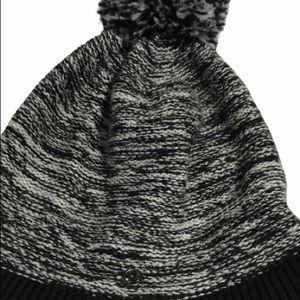LULULEMON ATHLETICA Cable-Knit Beanie W/Pom Pom